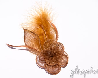Fascinator and flower brooch in a light brown