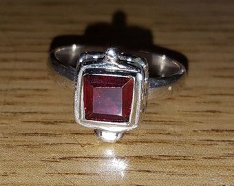 Special Solid 925 Sterling Silver Garnet Compartment Ring Size 5.5 With Free Shipping