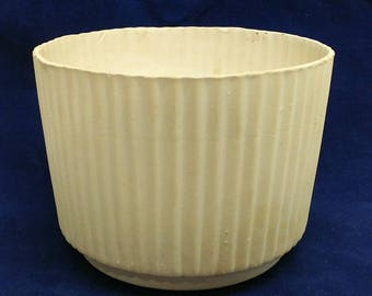 Rare Red Wing 1546 Ribbed Pottery Planter Bowl Matte White No Glaze Ref. 19353