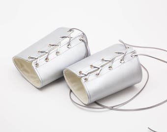 LARGE Silver Wonder Woman Cuffs Metallic Bracers Gauntlets Cosplay Costume (PAIR)
