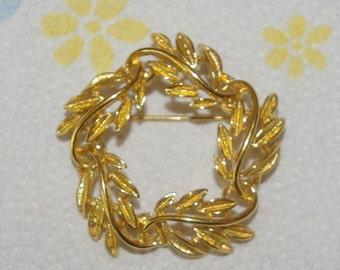 Napier Circular Leaf Brooch, Gold Tone, Signed, Vintage 1960's