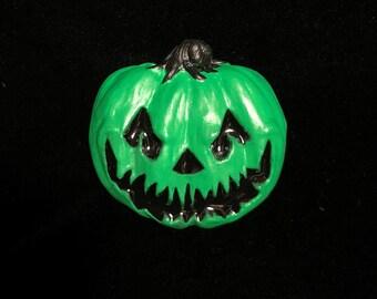 Pumpkin pin (green)