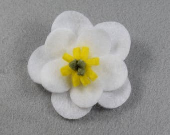 White Poppy Brooch Made-to-Order, White Felt Flower, Felt Brooch, Flower Pin, White Pin, Felt Pin, White Jewelry, Felt Jewelry