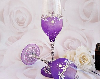 Purple wedding flutes, champagne flutes, toasting flutes, Personalized glasses, Bride and groom, Wedding gift, Purple Glasses wedding flutes