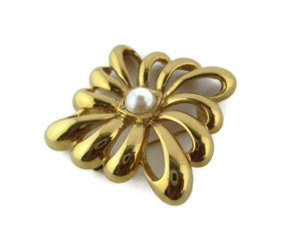 Vintage Monet  Faux Pearl Cabochon Gold Tone Square   Brooch Pin