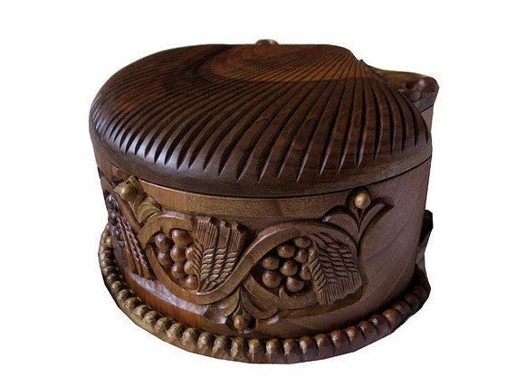 Handcarved jewelry box Wood carving to be ordered