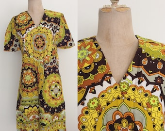1970's Yellow Psychedelic Mod Dress Mod Retro Vintage Dress Size Small by Maeberry Vintage