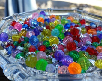 500 Small assorted colors and Silver Plastic Beads - 2mm, 4mm, 6mm, 8mm, 10mm - Faceted beads and spacer beads mix