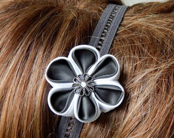 Elastic headband with grey/white kanzashi flower