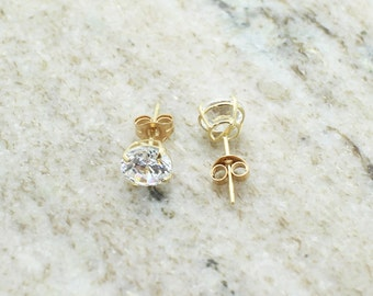14k gold stud earring 1ct size CZ
