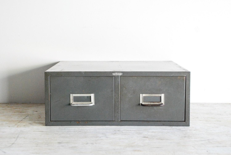 rangement m tallique industriel gg15 montrealeast. Black Bedroom Furniture Sets. Home Design Ideas