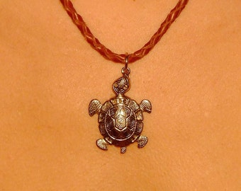 Leather necklace with turtle