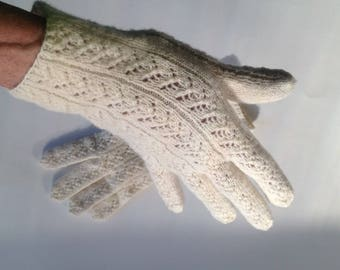 Very fine handknit women's wool gloves