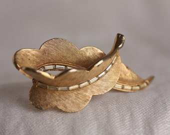 1960s Vintage Brooch - Looped Textured Leaves with Glass Beads