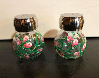 Rose salt and pepper shakers