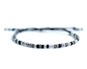Pearl bracelet, waxed, black and white, silver polyester cord.