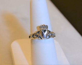 Vintage Sterling Silver Claddagh Ring, size 6.75