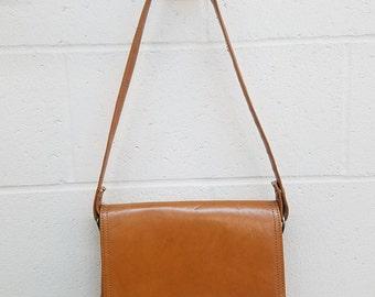 Vintage Faux Leather Shoulder Bag  |  Tan Vegan Leather Purse  |  Faux Leather Brown Shoulder Purse | Vintage Pocketbook | Vegan Leather Bag