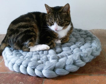 Cat Bed, Cat Mat chuncky yarn, Pet Bed rug handmade 100% wool in Grey