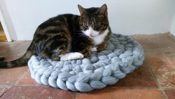 Cat Bed, Cat Mat chuncky yarn, Pet Bed rug handmade 100% wool in Grey