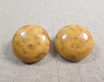 BAKELITE TESTED! Beautiful Vintage Gold Tone Pair Of Butterscotch Marbled Bakelite Clip On Earrings, DL# 4935