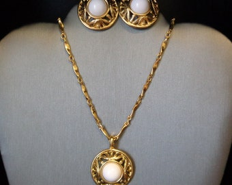 Classic Pearls & Gold Pendant Necklace with Clip On Earrings/Shoe Clips - Vintage Costume Jewelry