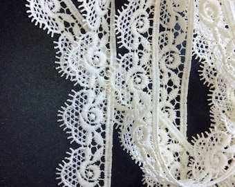 LACE ECRU FLOWERS TWO INCHES
