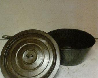 Graniteware pan