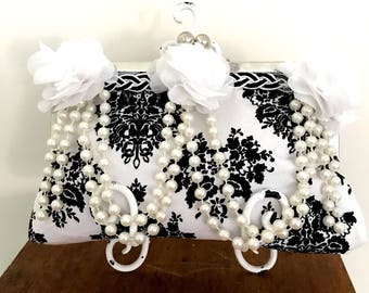 Kisslock Black and White Kisslock Purse