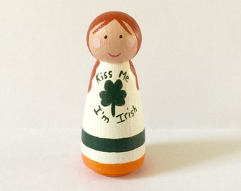 St. Patricks day peg doll - holiday decoration - seasonal decor - wooden doll - peg people - handpainted - Irish - Shamrock - Cloverleaf