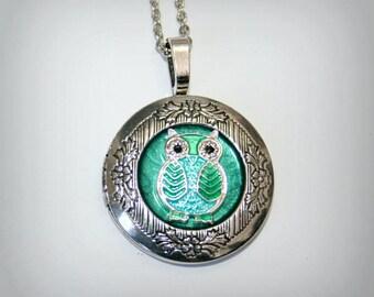 Silver Locket Necklace Turquoise background - Wedding Birthday Bridesmaids Gift-Locket Personalized Jewelry Family Locket- Owl (v)