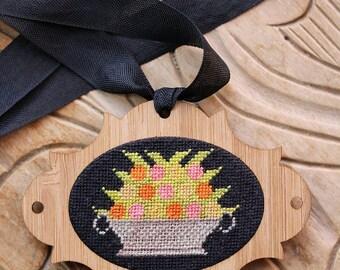 Fruit Basket Pendant Ornament Kit by Heartstring Samplery