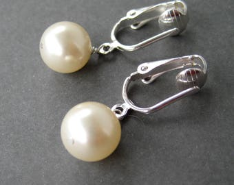 Ivory Pearl Clip-on Earrings, Silver Ear Clips, Classic Clipons, Simple Round Pearl Dangle Earrings for Non Pierced Ears, Round Pearl Cream