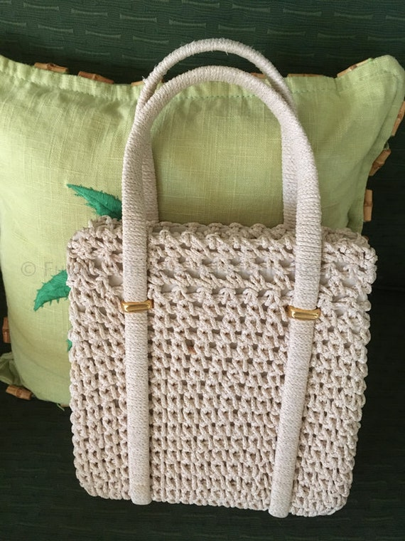 1960s Made in Italy Tan Woven Purse with Inside Pocket and Top Metal Closure