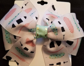 Mint green and pale pink feather bow.