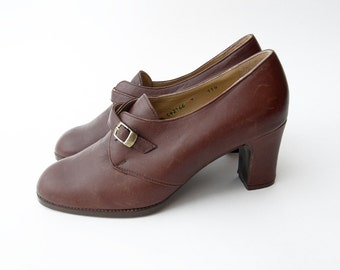 Vintage brown leather women shoes heels / buckle strap classic