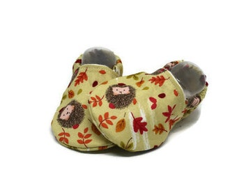 Hedgehog crib shoes, Baby booties, Woodland shoes, Baby moccasins, Girls shoes, Toddler slippers, Boys booties, Boys slippers, Stay on boots