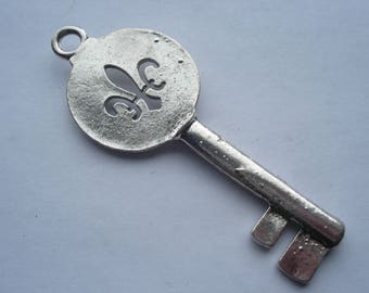85mm Ancient Look Tibetan Style Alloy Pendant, Lead and Nickel Free, Antique Silver Key with Fleur De Lis, C324