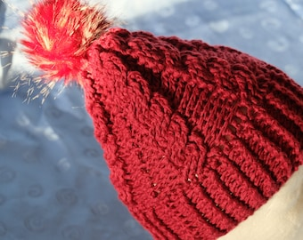 Red Winter hat with Kunstfederbommel