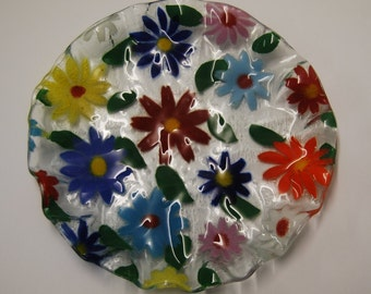 Fused art glass plate of multicolored daisies