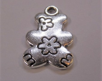 20mm Flower pattern Bear Silver Toned Charms, 5CT.  Y40