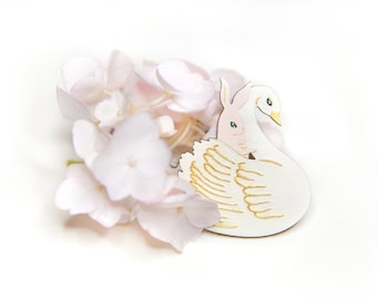 Brooch : Swoon (White)