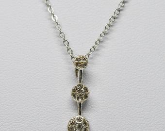 Lovely silver tone necklac e