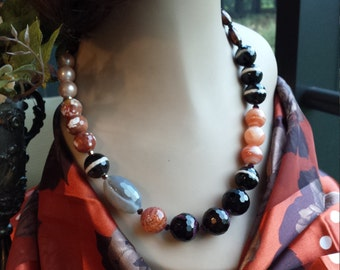 One strand multi faceted necklace