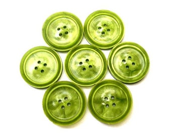 7 Buttons green plastic vintage buttons, 20mm