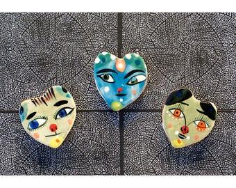 Trois petit coeur en forme d'aimants pour réfrigérateur par Jenny Mendes - Saint Valentin est pour bientôt