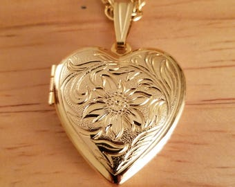 Beautiful Vintage Goldtone Metal Etched Heart Locket Pendant Necklace