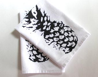 Pineapple Decor / Pineapple Cloth Napkins/ Black and White Napkins / Summer Entertaining Picnic Hawaiin Style Decor