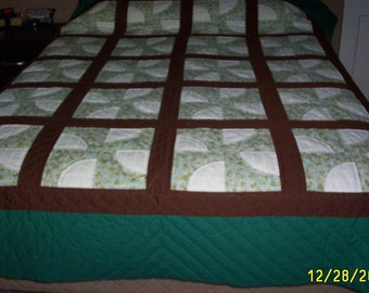 "Queen-size quilt ""Drunkard's Path"""