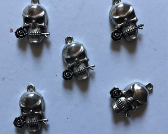 5 Antique Silver Skull with Rose Pendants or Charms. Genuine Pewter gothic charm. Great for halloween! 5 piece lot. Made in the USA
